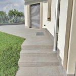 Villa privata con pavimenti e rivestimenti in pietra sinterizzata L'ALTRA PIETRA Colosseo Porfido Lavis