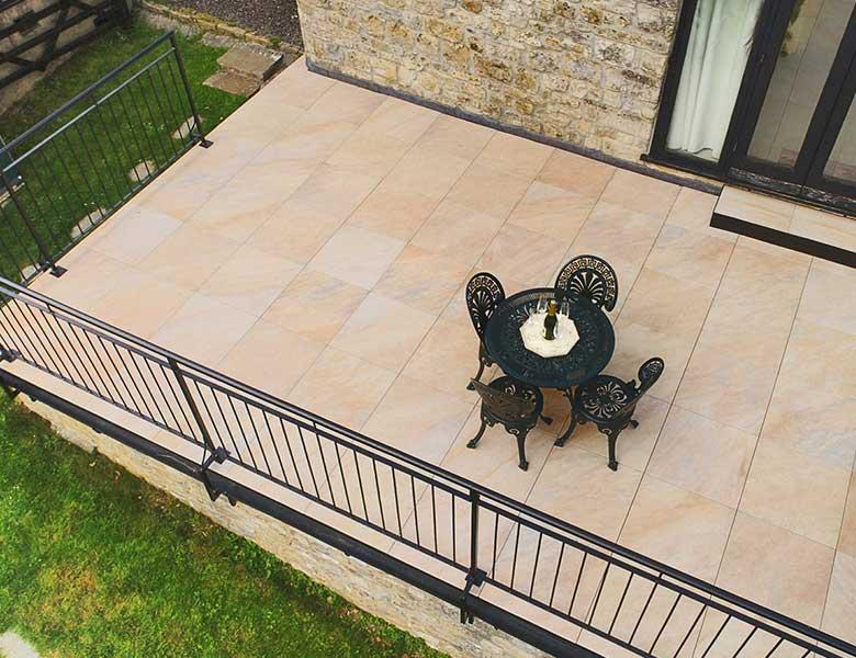 Pavimento in pietra sinterizzata appartamento con terrazza Devon