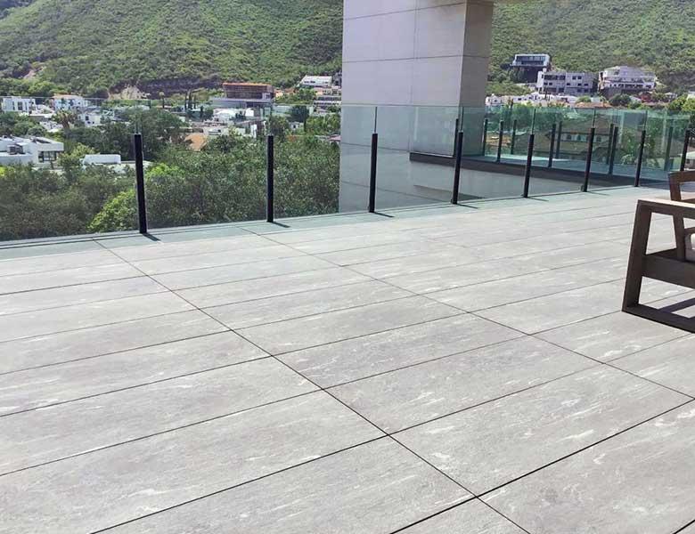 Pavimento in pietra sinterizzata abitazione con terrazza Monterrey