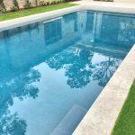 Lastre in pietra sinterizzata L'ALTRA PIETRA Colosseo Pietra di Gerusalemme in 2 cm di spessore villa con piscina Huston